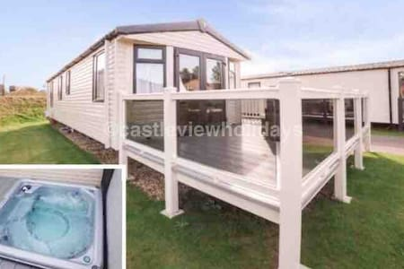 Castle View Holidays (hot tub) Tattershall Lakes