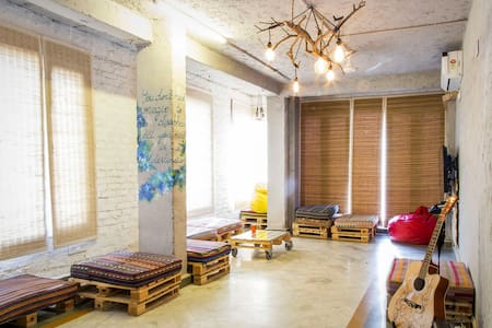 Jugaad Hostel - Private Room in South Delhi - Nuova Delhi