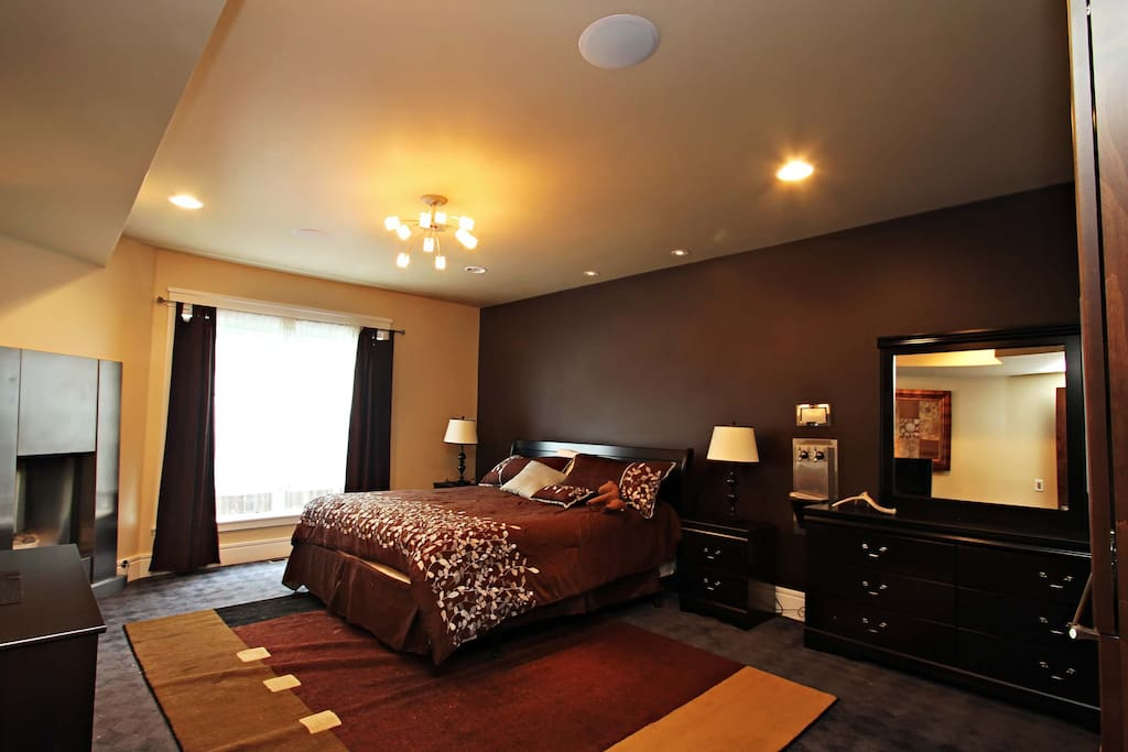 King sized bed in master bedroom Suite