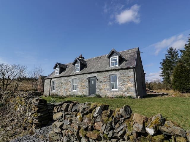 CORRAFECKLOCH FOREST COTTAGES, pet friendly in Glentrool, Ref 957390