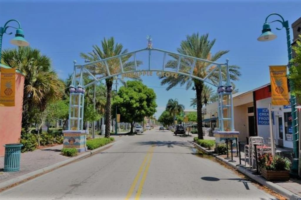 Entrance to Pineapple Grove in Downtown Delray Beach, Quiet, Cozy And Steps to Beach