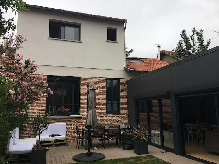 Maison Toulousaine avec jardin en centre ville