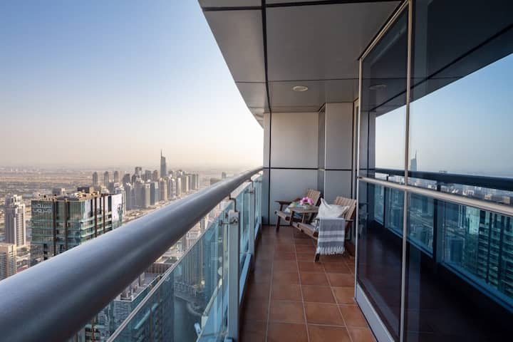Luxury 2BR Loft w/ City Views in Dubai Marina