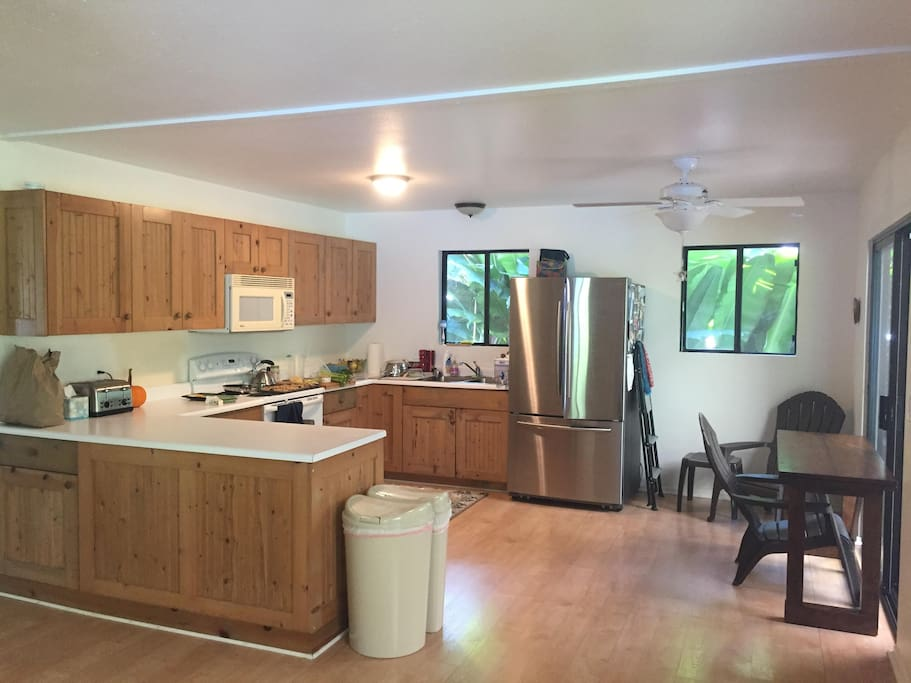 Large, clean, fully stocked kitchen
