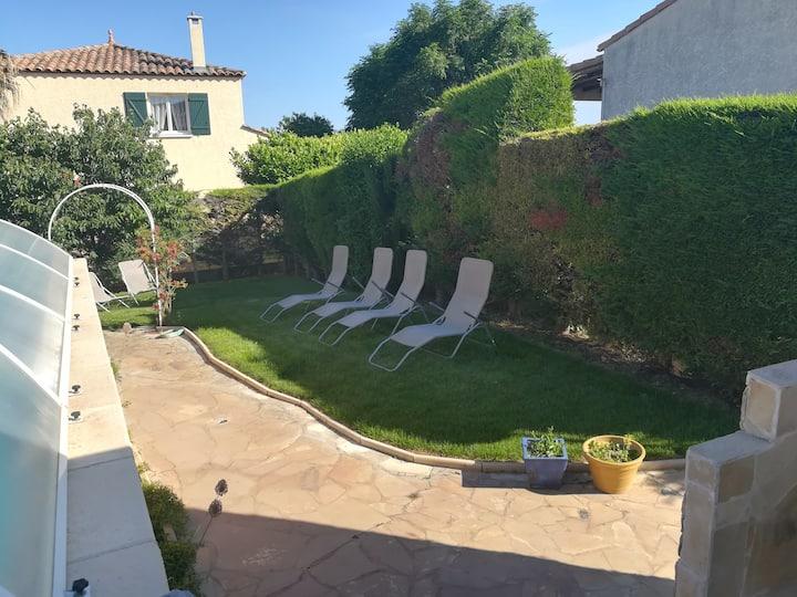 Villa 8 personnes avec piscine.