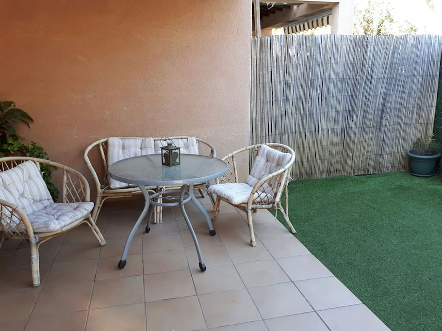 Terrasse avec coin jardin (photo 2)