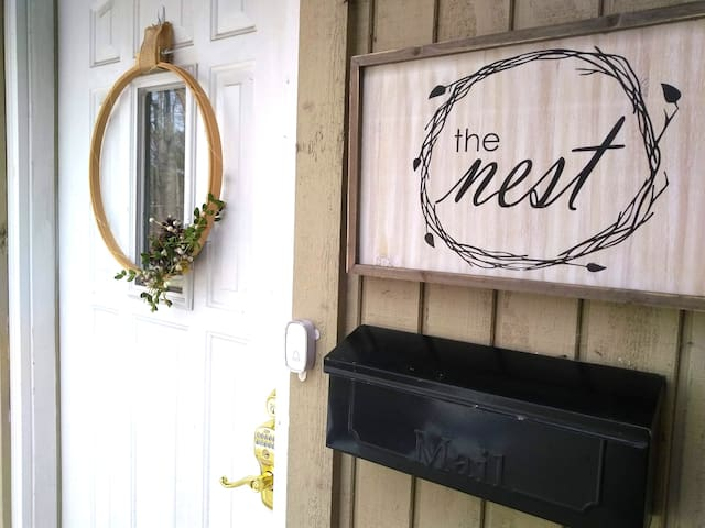 The Nest- Private Guest Suite close to Notre Dame!