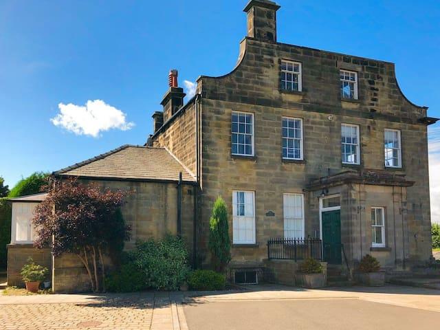 Carr View Hall Apt 3 (UK10225)
