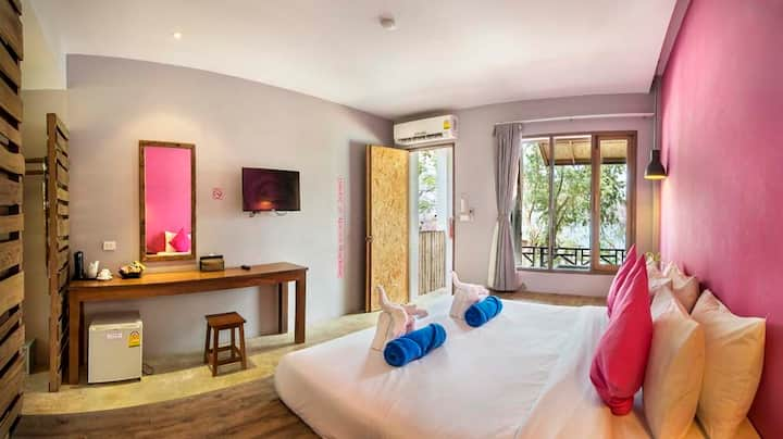 Relaxing Sea View Room in Mueang Rayong!