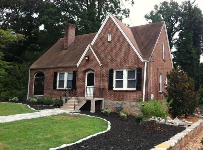 English Cottage in Atlanta