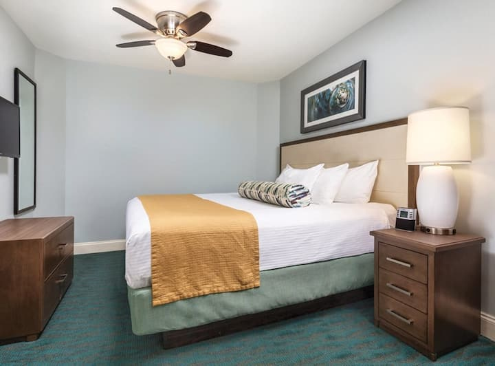 Wyndham Towers on the Grove - 2 Bedroom