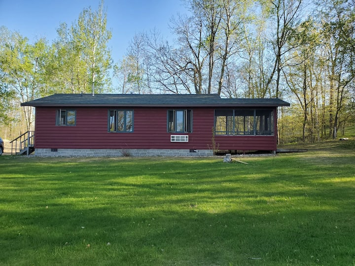 Spacious Loons Nest Cabin on Shell Lake