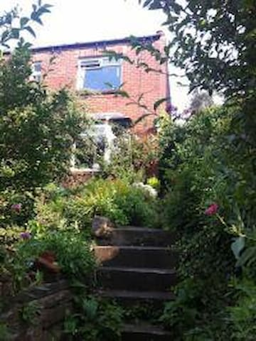 Orchard farm-garden home near station/motorway - Sheffield - Bed & Breakfast