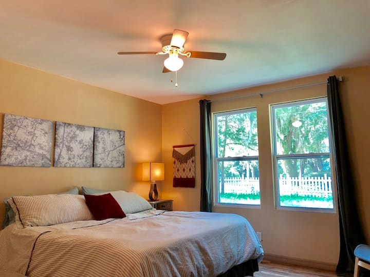 Sunny & Modern + Great Location & Private King Bed