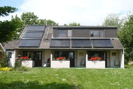 """Newly Renovated Apartment """"Haus Altendeich 1"""" 80 m from the North Sea with Wi-Fi, Garden & Terrace; Parking Available"""