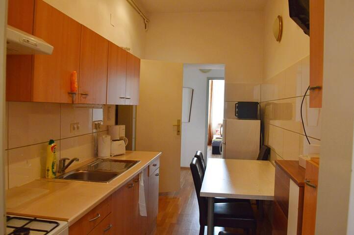 Central 3-bedroom-apart with big bath, 1stfloor
