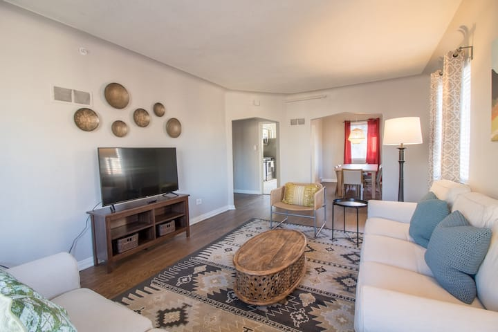 Awesome Renovated 2-Bedroom in Sloan's Lake - C