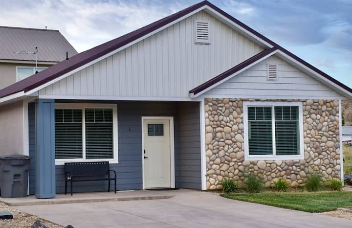 ZC1 Home Away From Home Near Zion MONTHLY RATE AVAILABLE
