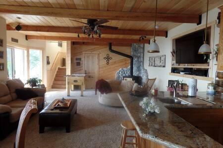 Hawks View Manor - Blockhütte