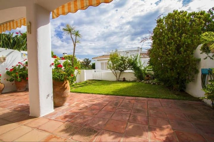 Double room with private bathroom and sea view - Sant Pol de Mar - Huis