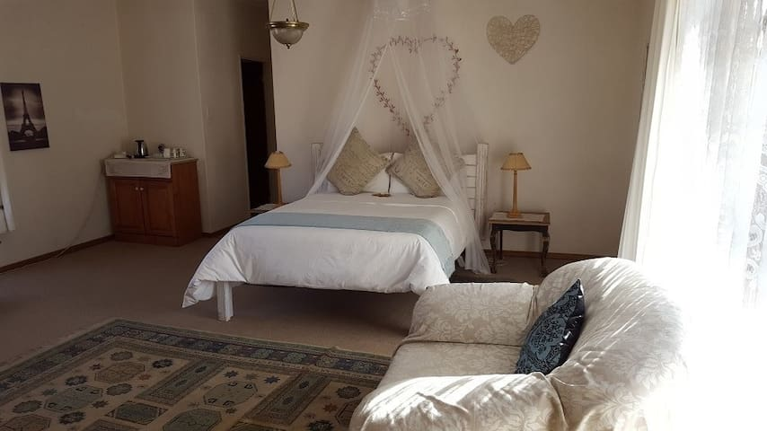 Autumn Breeze Manor B&B and Lodge Suite 2 - Graskop - Bed & Breakfast