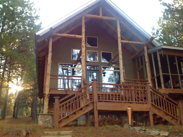 Beautiful cabin on private lake!