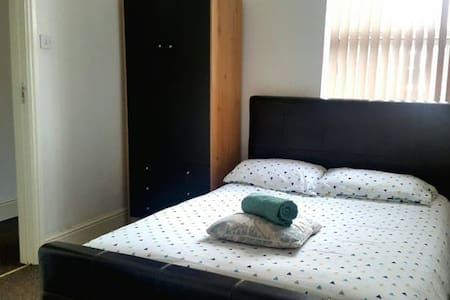 COSY DOUBLE ROOM, COUPLES YES (HS#2) - Birmingham - Talo