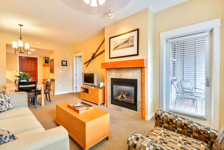 Resort Village Ski In/Out Condo #4646 - Great View/Free Activities/5 Star Host