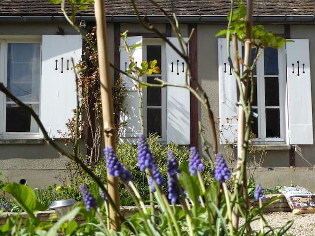 La campagne en ville, maison avec piano - Sens - House