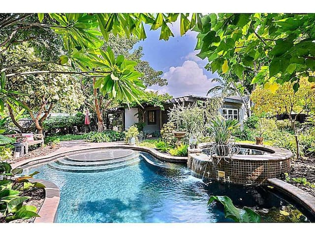 Rare Find cool home, heated resort style  pool spa