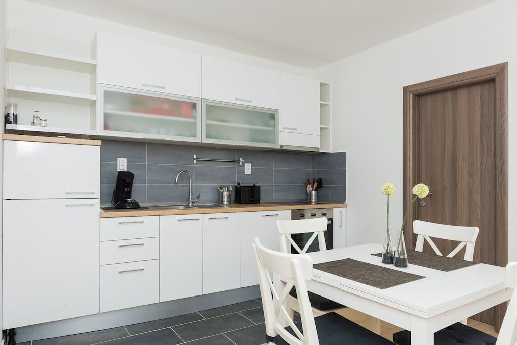 Kitchen and dining-room / Küche und Essbereich