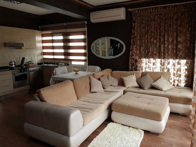 Fabulous 3 bedrooms apartment in the Center city - Кирения - 公寓