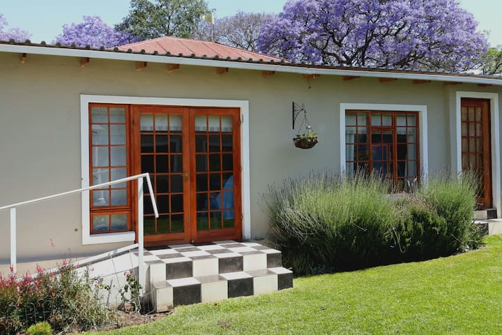 Lavender Cottage in Melville