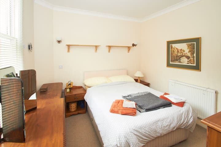 Central, quiet, ground floor, parking, fast WiFi - Canterbury - Daire