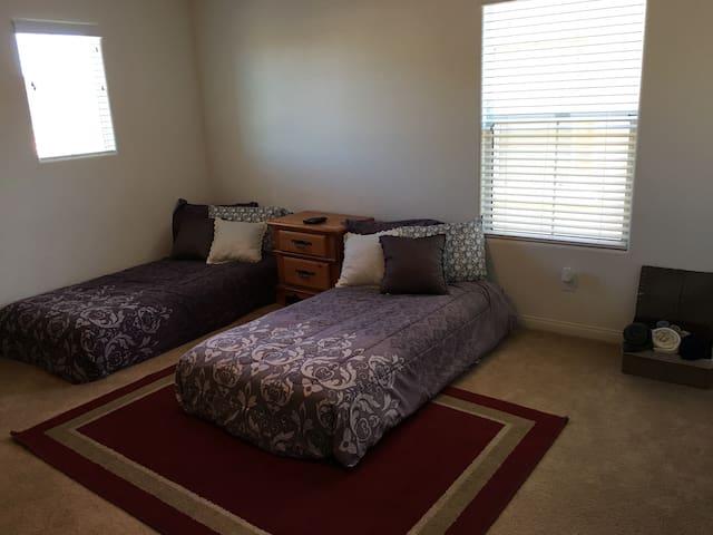 Cozy 12x14 bedroom in Mountain's Edge/Las Vegas - Las Vegas - Hus