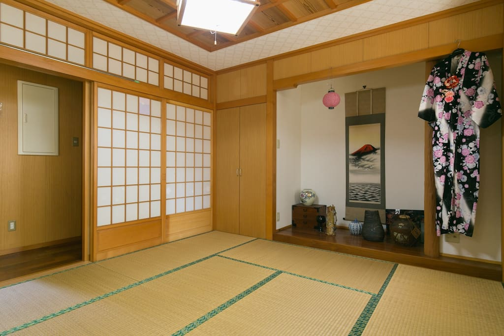 Japanese-style room(4 people sleep on futons)