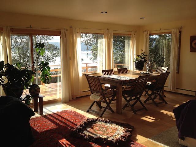 Lovely Discovery Bay View 4 guest - Port Townsend