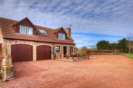 Alemill Holiday Cottage // Loft - Scottish Borders - ลอฟท์