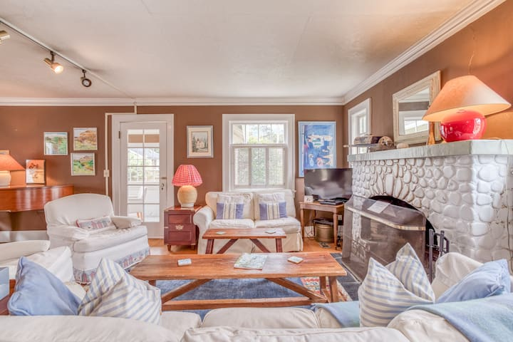 Charming, Well-Appointed Family-Friendly Home with Two Queen Suites Near Beach Access in Manzanita!
