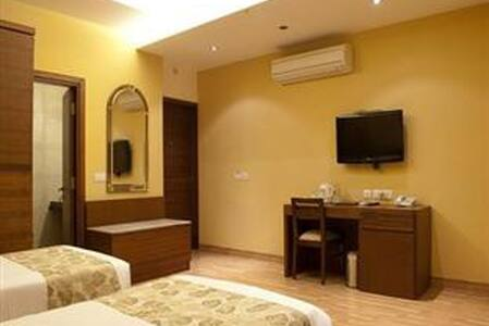Nice BB accomondation in downtown on a quiet road - New Delhi - Bed & Breakfast