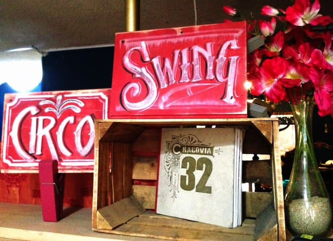 Casa de Circo y Swing!  The house of Circus and Swing dance!