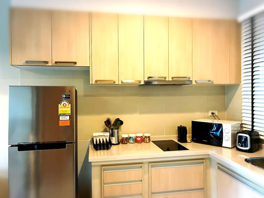 Small kitchenette, electric stove, refrigerator, microwave with full set of kitchenware.