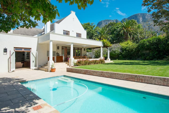 Family home set in beautiful garden - Cape Town - Dom
