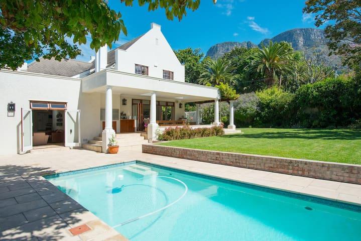 Family home set in beautiful garden - Cidade do Cabo - Casa