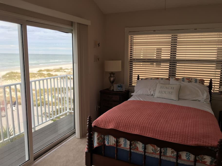 Master Bedroom directly on the Gulf