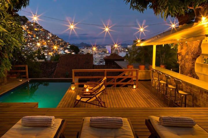 Cozy en-Suite in Ipanema by the Hill