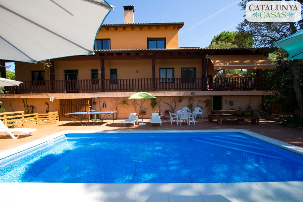 Catalunya casas enchanting villa in the heart of costa for Swimming pool show barcelona