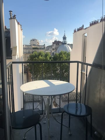Charming studio with a  balcony 15 min from Troca