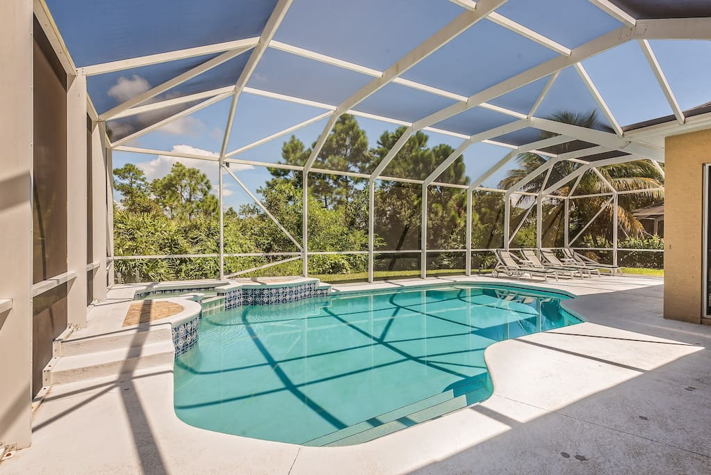 Private pool & hot tub with over-sized 1,400+ sq. ft. screened in