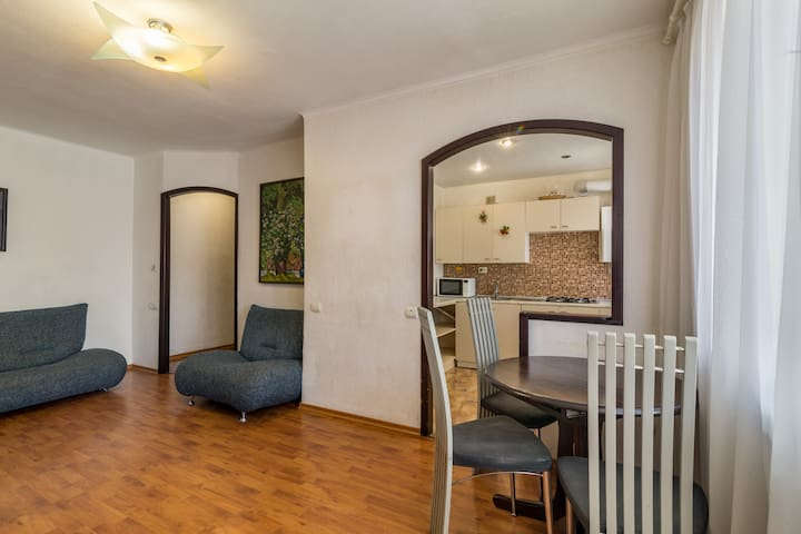 Lux 3-bedroom near Most City Center